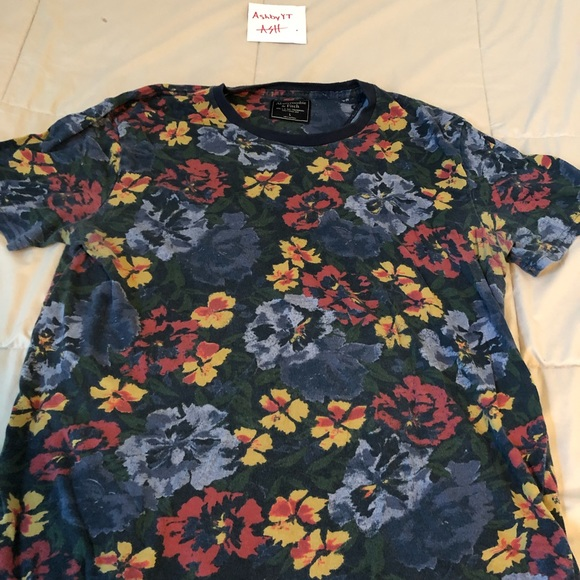 Abercrombie & Fitch Other - Blue floral short sleeve t-shirt